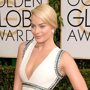 Margot-Robbie-White-Gucci-Dress-2014-Golden-Globes